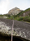 Abseiling från det Dedo de deus berget i Brasilien Fotografering för Bildbyråer