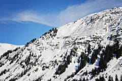 Abseits der Piste Ski in den Alpen stockbilder