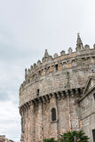 Absid av domkyrkan och väggarna av Avila i Spanien Arkivfoto