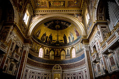 Absid i basilikan av St John Lateran i Rome Italien Arkivfoto