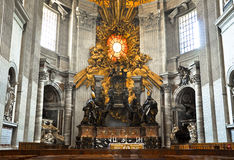 Absid med Sts Peter Cathedra i Sts Peter basilika, Vaticanen Arkivfoton