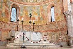 Absid och altare i basilikan av Aquileia Arkivfoton