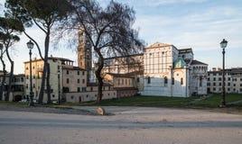 Absid och klockatornet av domkyrkan St Martin lucca tuscany Italien Europa Arkivfoto
