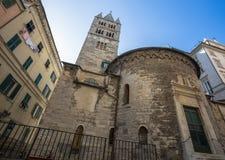 Absid och klockatornet av kloster av San Giovanni di Prè La Commenda, Genua, Italien Arkivfoton