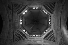 Abside geométrica do monastério de Chiaravalle de Itália imagem de stock royalty free