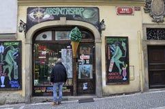 Absinthen shoppar i Prague, Tjeckien Arkivfoto