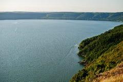 Absolut bedöva, hisnande och pittoresk sikt av sjö s Royaltyfria Foton