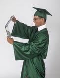 Absolvent mit Diplom lizenzfreie stockfotografie