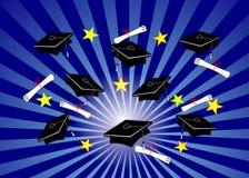Absolvent-Schutzkappen auf blauem Radialstrahl Lizenzfreies Stockbild