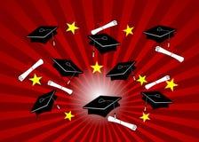 Absolvent-Schutzkappen auf rotem Radialstrahl Lizenzfreie Stockfotos