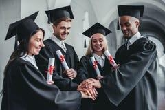 Absolwenci w uniwersytecie fotografia royalty free