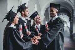 Absolwenci w uniwersytecie obrazy royalty free