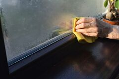 Free Absorb And Stop Condensation On Windows Stock Photo - 170275400