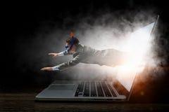 Absorberat av arbete eller teknologier Blandat massmedia Royaltyfria Foton