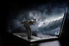 Absorberat av arbete eller teknologier Blandat massmedia Royaltyfri Fotografi