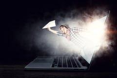 Absorberat av arbete eller teknologier Blandat massmedia Royaltyfria Bilder