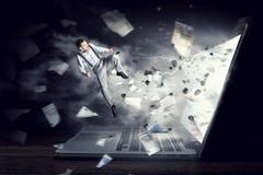 Absorberat av arbete eller teknologier Blandat massmedia Blandat massmedia Royaltyfri Bild