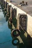 Absorption des chocs pour les bateaux photos libres de droits