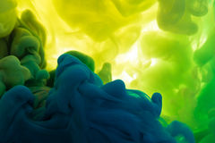 Absract färgmålarfärg i vatten Arkivfoto