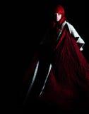 Absract van een Mooie vrouw die een rode kaap draagt Stock Foto