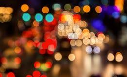 abstact晚上在路的交通堵塞迷离bokeh在城市 免版税图库摄影