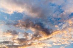 Abstact himmel med moln, härlig solnedgånghimmelbakgrund Royaltyfri Fotografi
