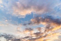 Abstact himmel med moln, härlig solnedgånghimmelbakgrund Arkivfoto