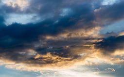 Abstact himmel med moln, härlig solnedgånghimmelbakgrund Arkivbild