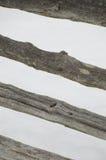Abstact metade det strimmiga lantliga kluvna cederträstångstaketet Royaltyfri Fotografi