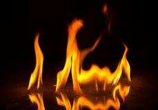 Abstact tapetbrand flammar på svart bakgrund Royaltyfria Bilder