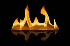 Abstact tapetbrand flammar på svart bakgrund Arkivfoton