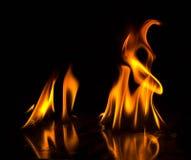 Abstact tapetbrand flammar på svart bakgrund Royaltyfri Bild