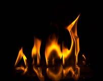 Abstact tapetbrand flammar på svart bakgrund Arkivbild