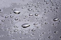 Abstact vattendroppar på poniched rostfritt stålyttersida Royaltyfri Foto