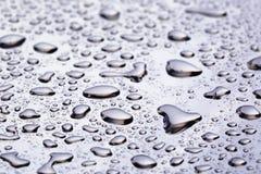 Abstact vattendroppar på poniched rostfritt stålyttersida Royaltyfri Fotografi