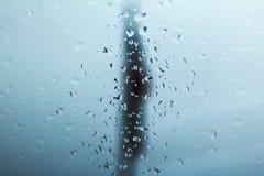 Abstact vattendroppar på poniched rostfritt stålyttersidabakgrund Royaltyfri Bild