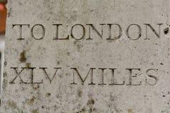 Abstandsmarkierung nach London Lizenzfreies Stockfoto