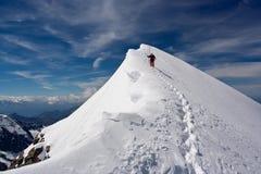 Absteigender Bergsteiger Lizenzfreie Stockbilder