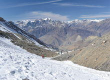 Abstieg vom thorung Ladurchlauf, annapurna Wanderung, Nepal Lizenzfreies Stockbild