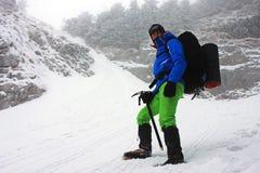 Abstieg von Kante Piatra Craiului an einem sehr kalten Wintertag Stockfoto
