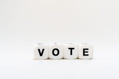 Abstimmung, Würfelbuchstaben Stockfoto