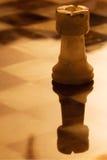 Abstrac guld- torn i ett schackbräde Royaltyfri Bild