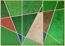 Abstrack väggbakgrund från flerfärgat konstgjort gräs uppvaktar in Royaltyfri Foto