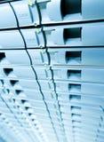 Abstracrt blåttbakgrund av serverdisklagring. Arkivfoton