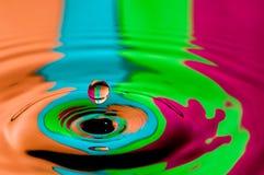 Abstract achtergrond kleurrijk waterdruppeltje die plons maken Stock Foto