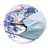 Abstract allegorieconcept met aarde en griepmasker Stock Fotografie