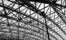 Abstract architectuurdeel van het dak van de staalstructuur Stock Afbeeldingen