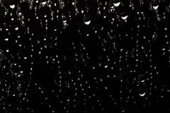 Abstract background - of water droplets on reflective mirror sur Stock Images