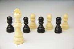 Abstract bedrijfsconcept met Koningsschaakstukken Royalty-vrije Stock Fotografie