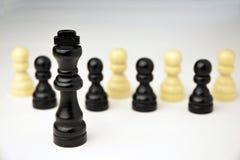 Abstract bedrijfsconcept met Koningsschaakstukken Royalty-vrije Stock Afbeeldingen